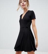 Boohoo | Чайное платье с запахом Boohoo Petite - Черный | Clouty