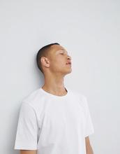 Selected Homme | Хлопковая футболка с заниженной линией плеч Selected Homme - Белый | Clouty