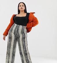 PrettyLittleThing Plus | Широкие брюки с принтом под змеиную кожу PrettyLittleThing Plus - Мульти | Clouty