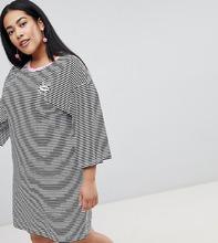 Chorus | Платье-футболка в полоску с расклешенными рукавами и вышивкой Chorus Plus - Черный | Clouty