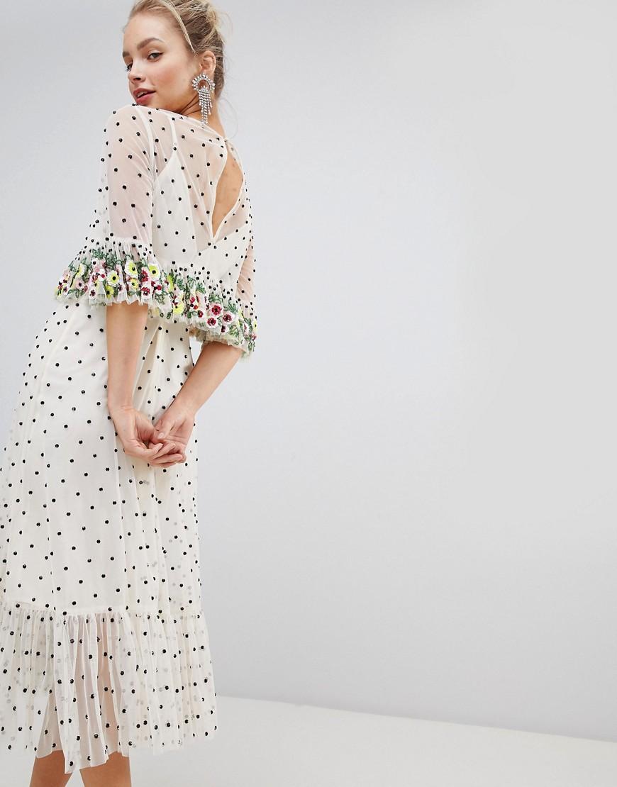 ASOS | Кремовый Платье миди с цветочной вышивкой на оборках и отделкой бисером ASOS DE | Clouty
