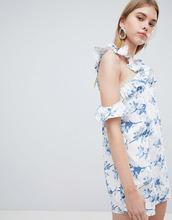 J.O.A. | Цельнокройное платье с открытыми плечами, оборкой и цветочным принтом J.O.A - Белый | Clouty