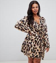 PrettyLittleThing Plus   Атласное платье мини с перекрученной отделкой спереди и леопардовым принтом PrettyLittleThing Plus - Коричневый   Clouty