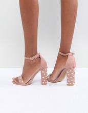 Glamorous | Светло-розовые босоножки на каблуке с отделкой искусственным жемчугом | Clouty