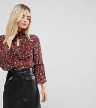 Parisian | Блузка с цветочным принтом и завязкой на бант Parisian Petite - Красный | Clouty
