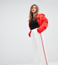 Boohoo | Белые брюки с широкими штанинами с контрастными полосками Boohoo Petite - Красный | Clouty