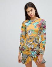 Club L | Платье с цветочным принтом и юбкой с запахом Club L - Желтый | Clouty