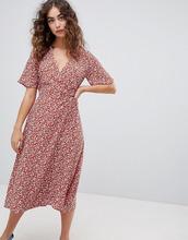 New Look | Платье миди с запахом и цветочным принтом New Look - Коричневый | Clouty