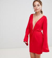 Boohoo | Платье с глубоким вырезом и шнурком на талии Boohoo Petite - Красный | Clouty