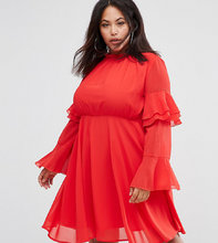 Club L   Платье с высоким воротом и ярусными рукавами Club L Plus - Красный   Clouty