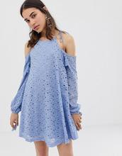J.O.A. | Кружевное свободное платье с открытыми плечами и кисточками J.O.A - Синий | Clouty