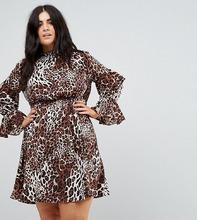 Club L   Платье с высоким воротом и ярусными рукавами Club L Plus - Мульти   Clouty