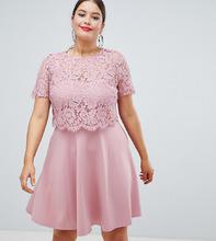 Club L | Короткое приталенное платье с кружевной отделкой Club L Plus - Розовый | Clouty