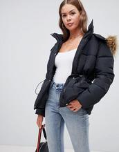 Boohoo   Черная дутая куртка с искусственным мехом и шнурком на талии Boohoo - Черный   Clouty