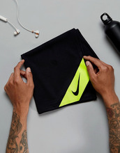 NIKE | Черное охлаждающее полотенце Nike Training TT.D1-023 - Черный | Clouty