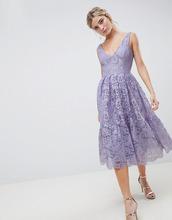ASOS | Кружевное платье миди для выпускного с глубоким вырезом ASOS DESIGN - Фиолетовый | Clouty