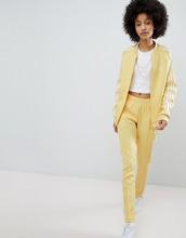 adidas Originals   Желтые спортивные штаны с тремя полосами adidas Originals adicolor   Clouty