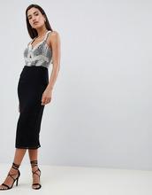 ASOS | Платье-футляр миди с отделкой искусственным жемчугом на баске ASOS DES | Clouty
