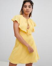 Fashion Union | Чайное платье с отделкой в стиле кейп Fashion Union - Желтый | Clouty