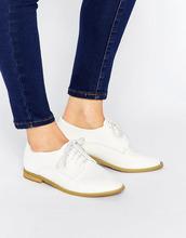 Lost Ink | Белые туфли на плоской подошве и шнуровке Lost Ink Hannah - Белый | Clouty
