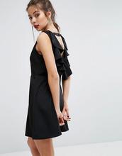 Boohoo | Платье-трапеция мини с открытой спиной и оборками Boohoo - Черный | Clouty