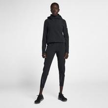 NIKE | Женская беговая куртка Nike Swift | Clouty