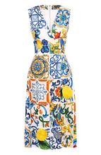 Dolce & Gabbana   Приталенное платье-миди с V-образным вырезом и принтом Dolce & Gabbana   Clouty