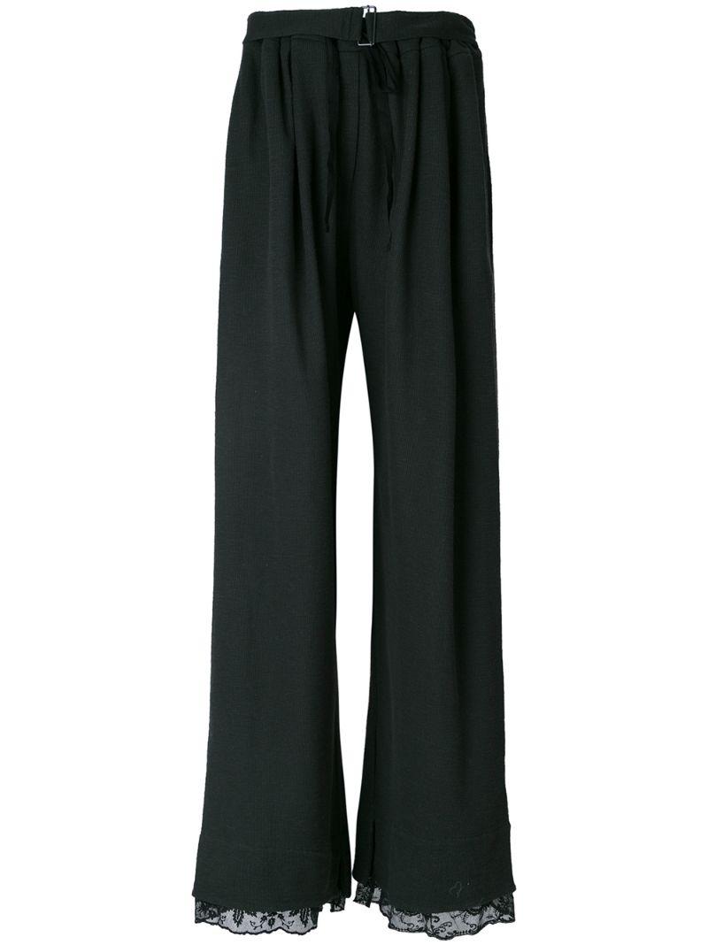 Levi strauss&co – американская компания, которая первой в мире запатентовала производство брюк из денима.