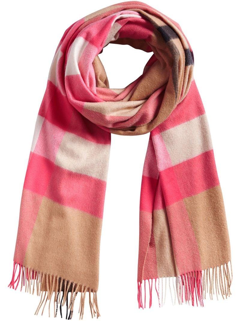 1afff97e0a02 BURBERRY   Розовый и фиолетовый длинный шарф с узором в клетку Burberry    Clouty ...