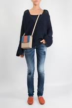 High | Темно-синие джинсы с рельефной отделкой | Clouty